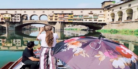 Florence River Cruise on a Traditional Barchetto on the Arno River at Dusk with two hour Walking Tour - private tour
