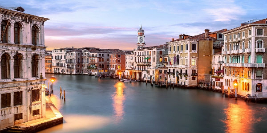 Early Bird Walking Tour of Venice's Famous Landmarks