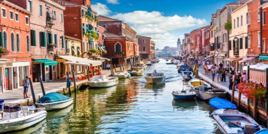 Discover the Venetian Islands of Murano Glassblowing and Burano Lacemaking - group tour